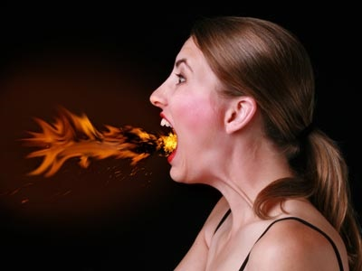 Пламя изжоги у девушки