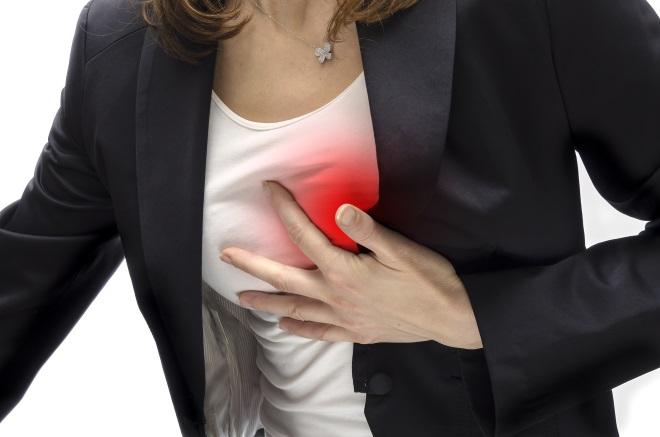 Женщине плохо от боли в груди